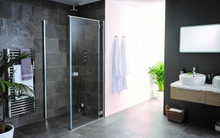 Grenada hinged shower door and side panel with bracing bar